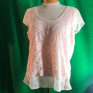 Maurices Tops - Maurices Peach Shell, cap sleeves and lace overlay